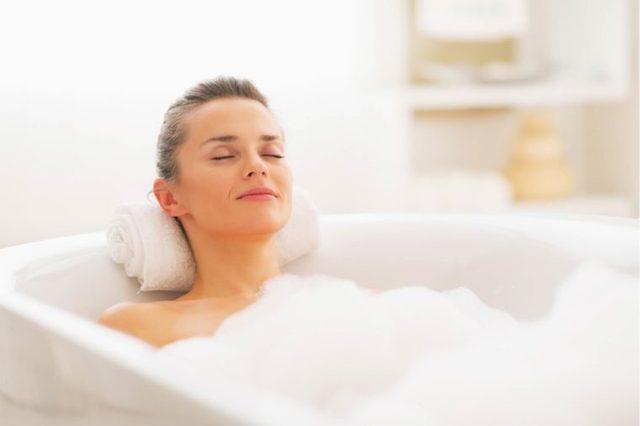 09-bath-amazing-tricks-for-healthy-glowing-skin-169280258-Alliance