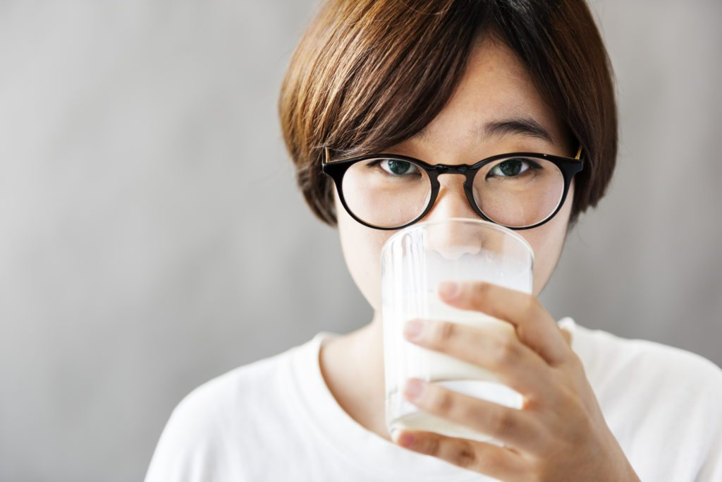 4 Healthy Reasons to Give Almond Milk a Try