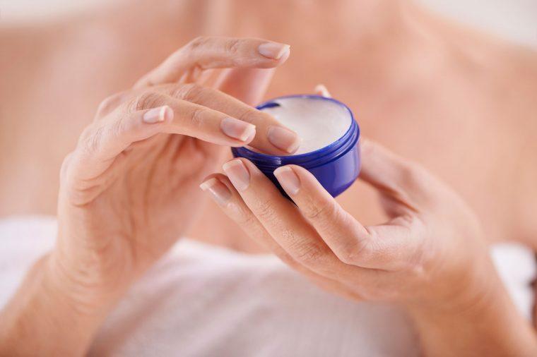 petroleum jelly uses moisturizer