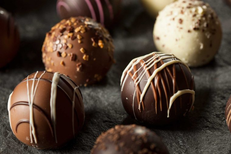 lindt balls, lindt chocolate store, lindt chocolate truffles, lindt excellence, eating chocolate;