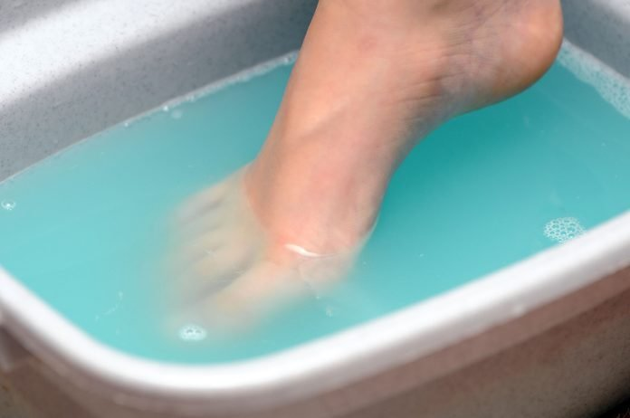 foot soaking in tub