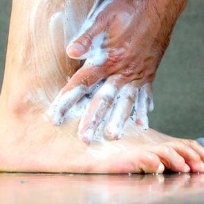 healthy feet tips diabetes washing wound