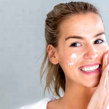 10 Makeup Mistakes That Make Your Skin Look Dry and Flaky