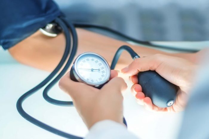 monitor measuring blood pressure