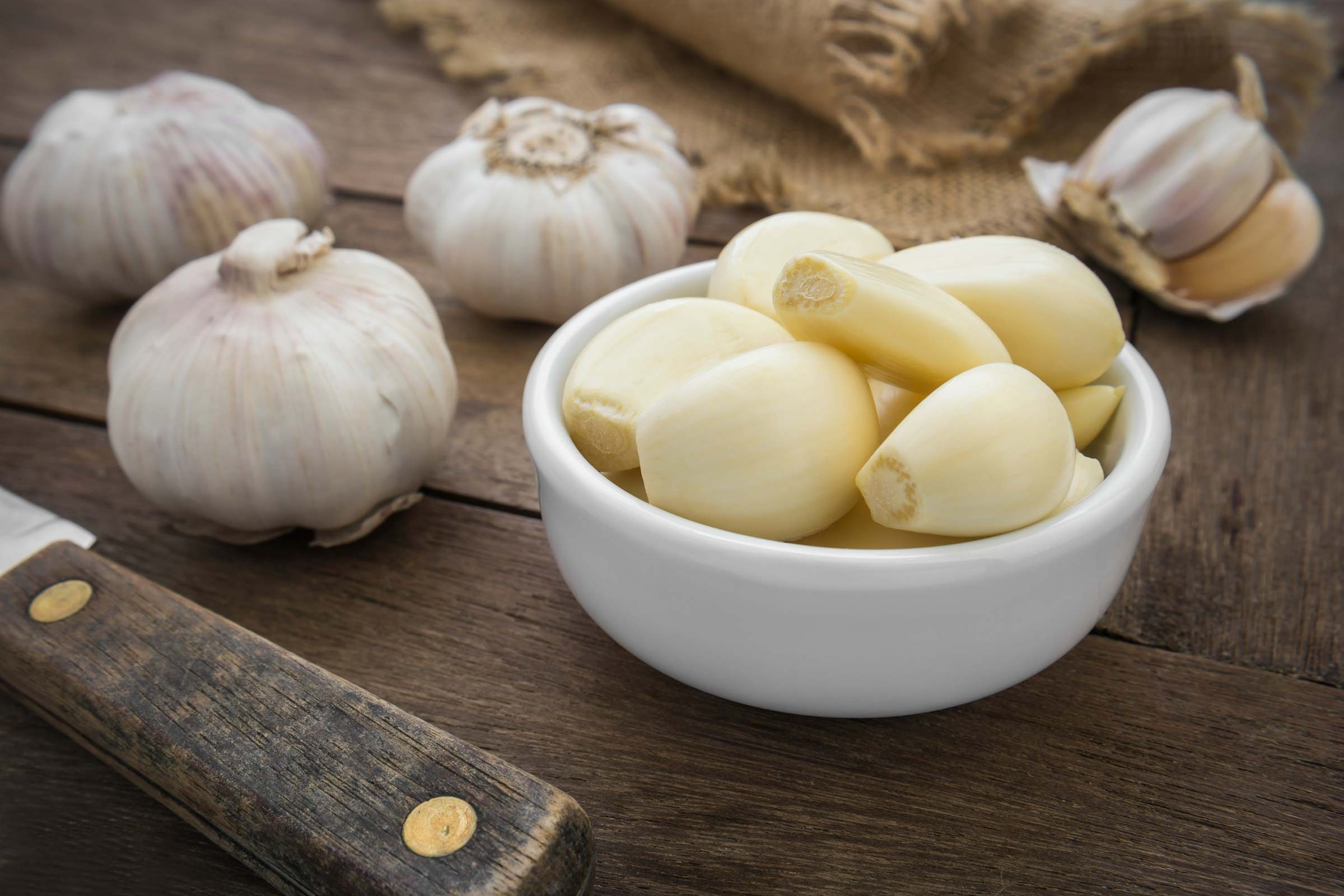 garlic cloves and peeled garlic