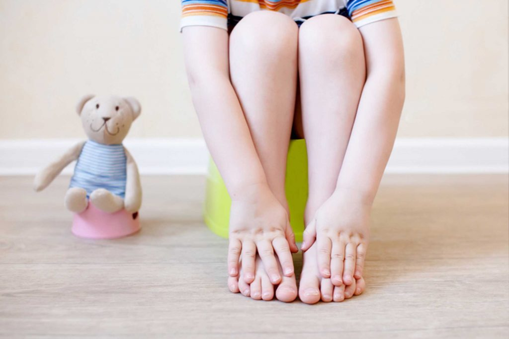 04_tricks_relieve_childs_constipation_every_parent_sleeve_establish_bathroom_routine_EvgeniiAnd