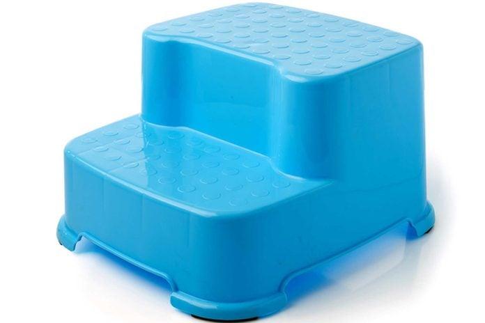 blue plastic children's stepping stool