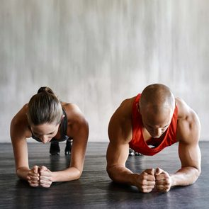 07-plank-sneaking-in-60-second-exercises-transform-body-PeopleImages