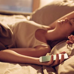 09-phone-ways-sleeping-wrong-Geber86