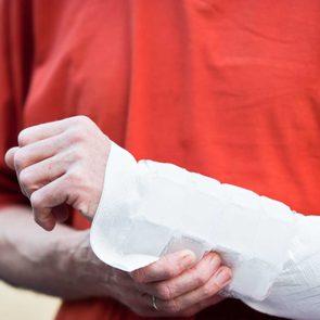 05_wrist_pain_ways_treat_carpal_tunnel_syndrome_ice_it_up_Jan