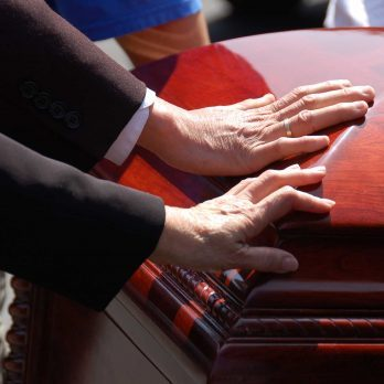 12 Funeral Etiquette Tips Everyone Should Know