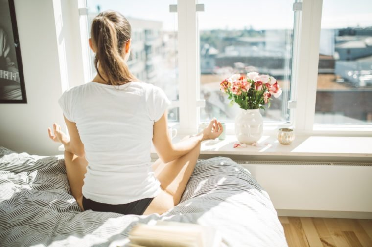 woman meditating in the morning to start the day
