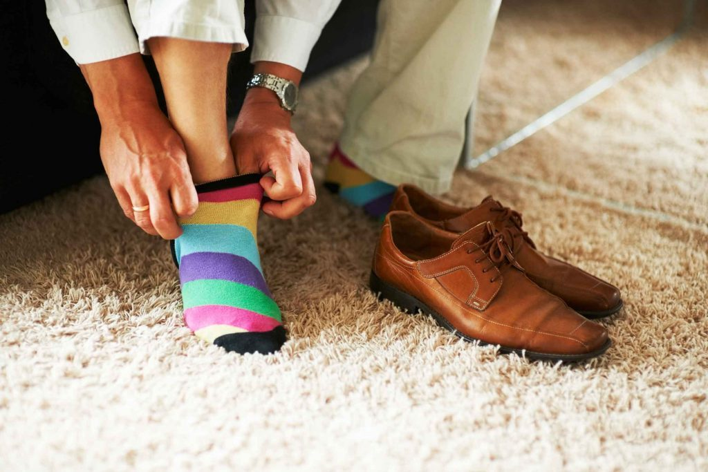 reasons_take_off_shoes_minute_walk_in_house_toxins