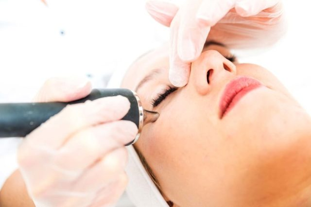 woman getting BL-laser treatment