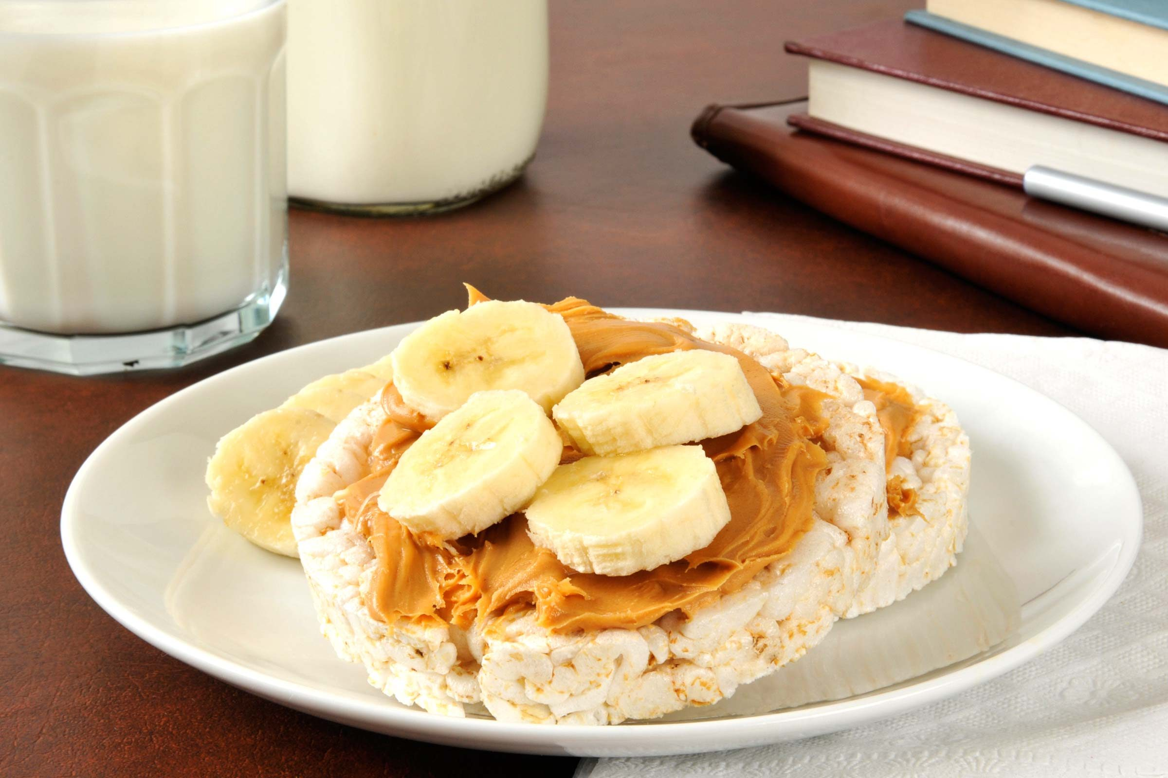 rice-cakes with peanut butter and banana