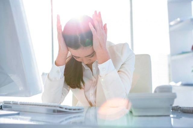 09-hit-symptoms-Signs-It's-Time-to-See-a-Doctor-About-Your-headache-362249327-wavebreakmedia