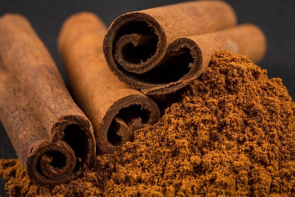 cinnamon sticks and ground cinnamon