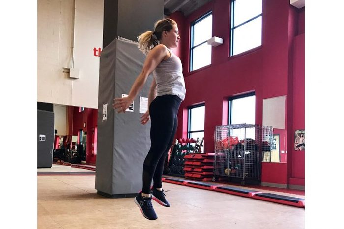 woman doing squats to jumps