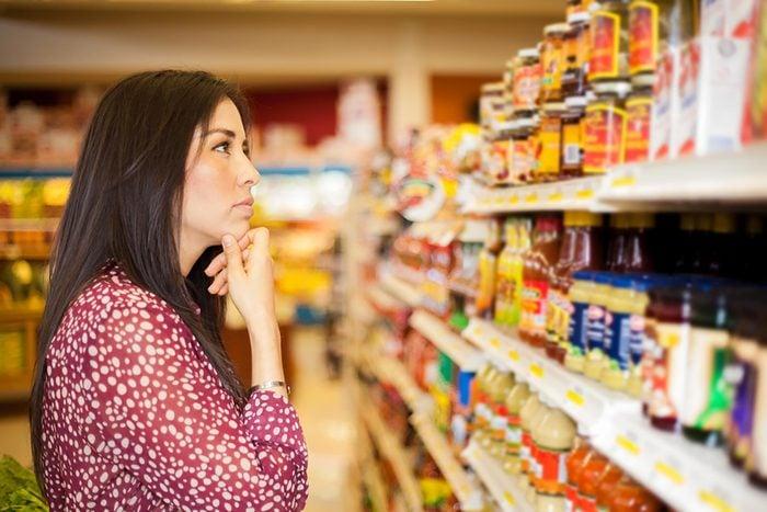 woman groceryeshopping