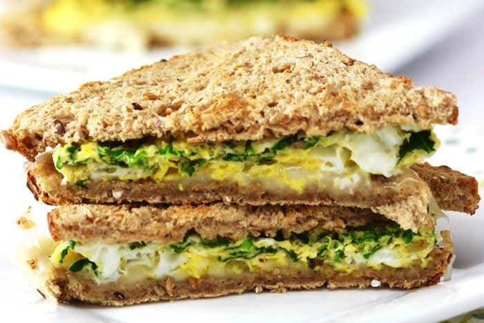 Easy-Spinach-Egg-Sandwich