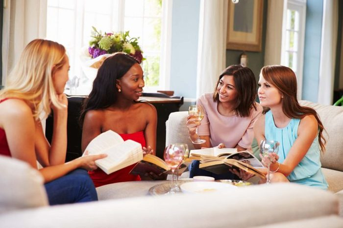 Women with drinks and books