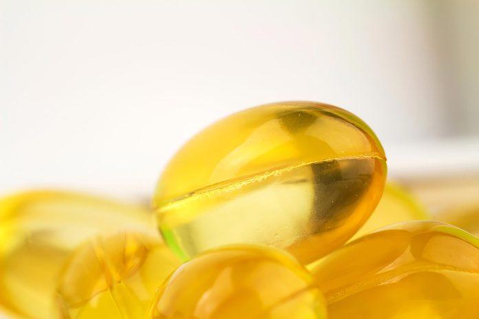 yellow vitamin E pills