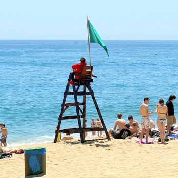 46 Secrets Lifeguards Desperately Want You to Know