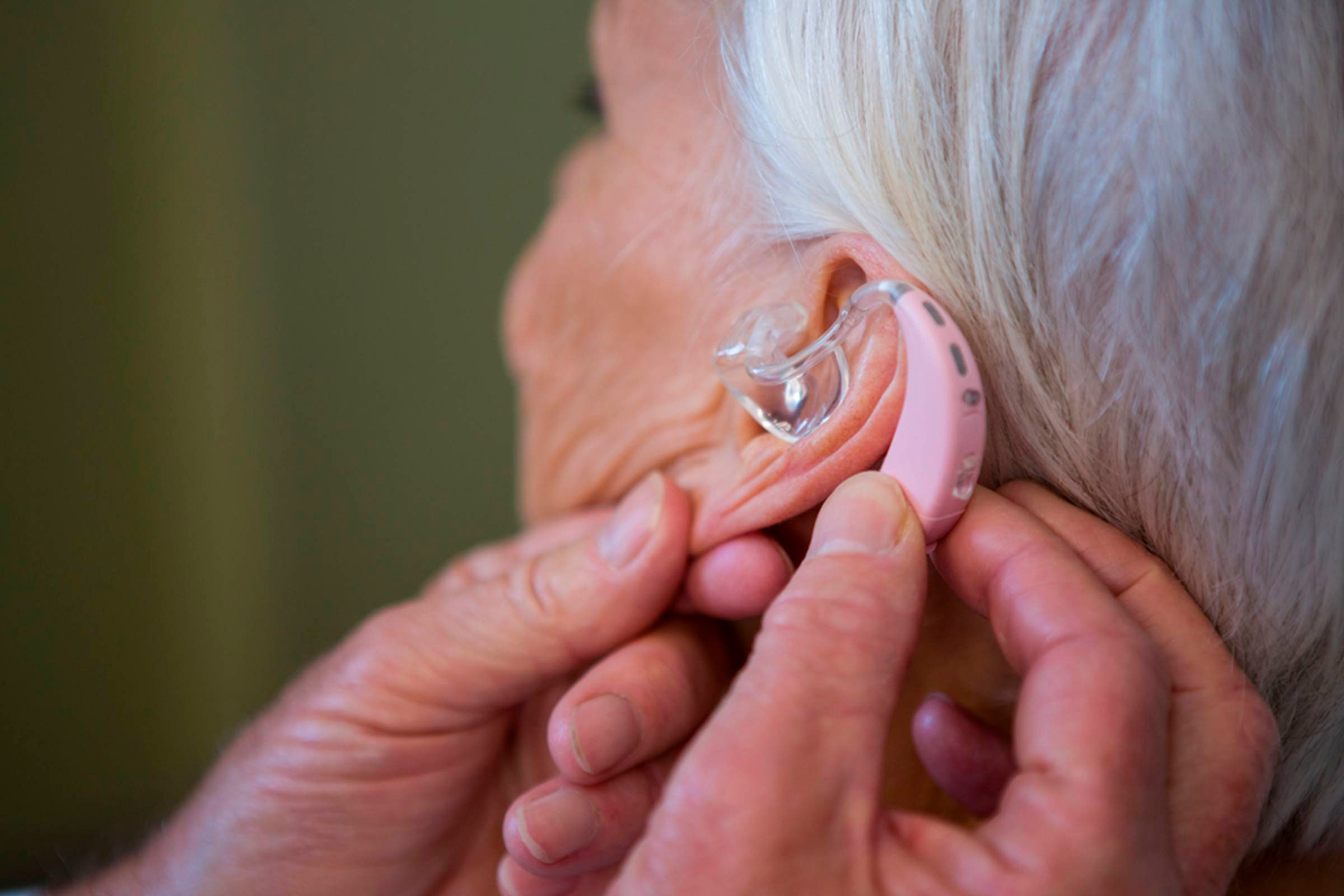 10-hearing-Signs Your Brain is Aging Faster Than You Are_630333221-wavebreakmedia