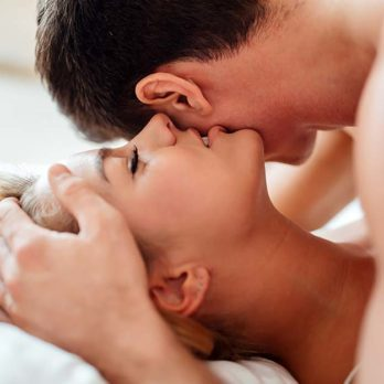 Here's How Often You Need to Have Sex to Possibly Slow Down Aging