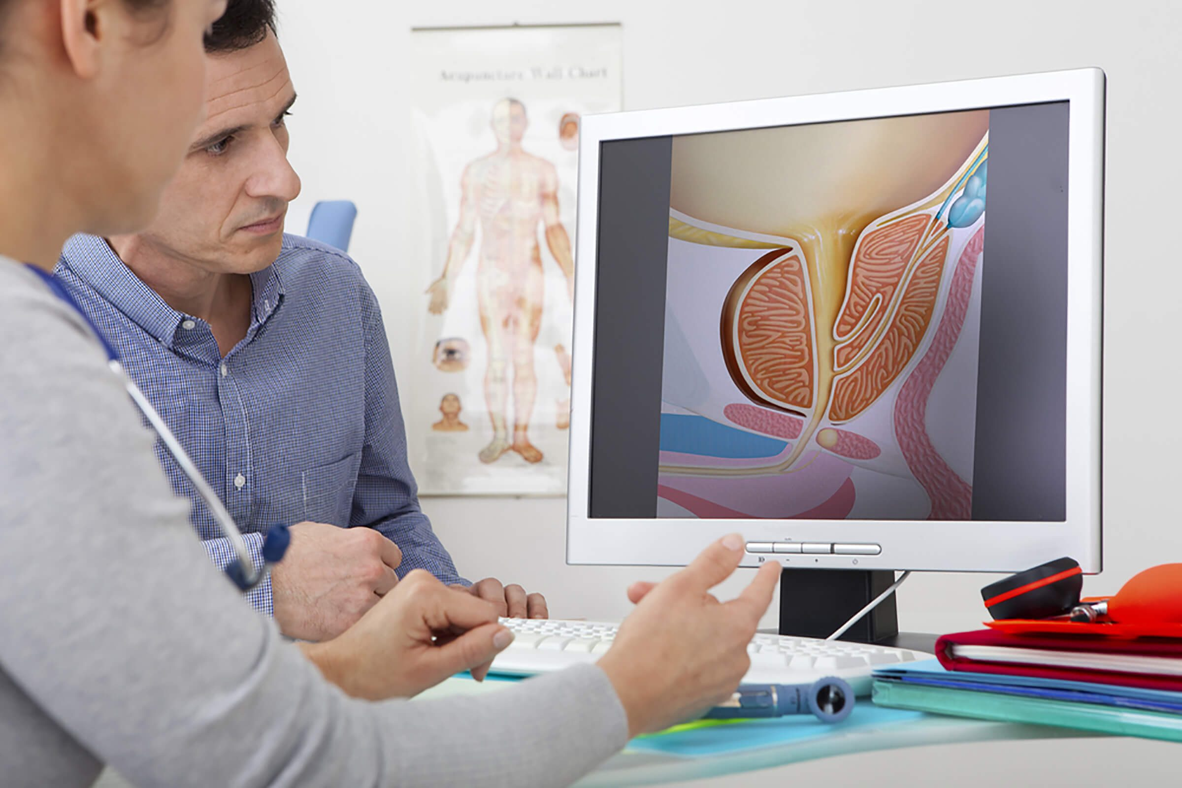 doctor and patient looking at prostate on screen