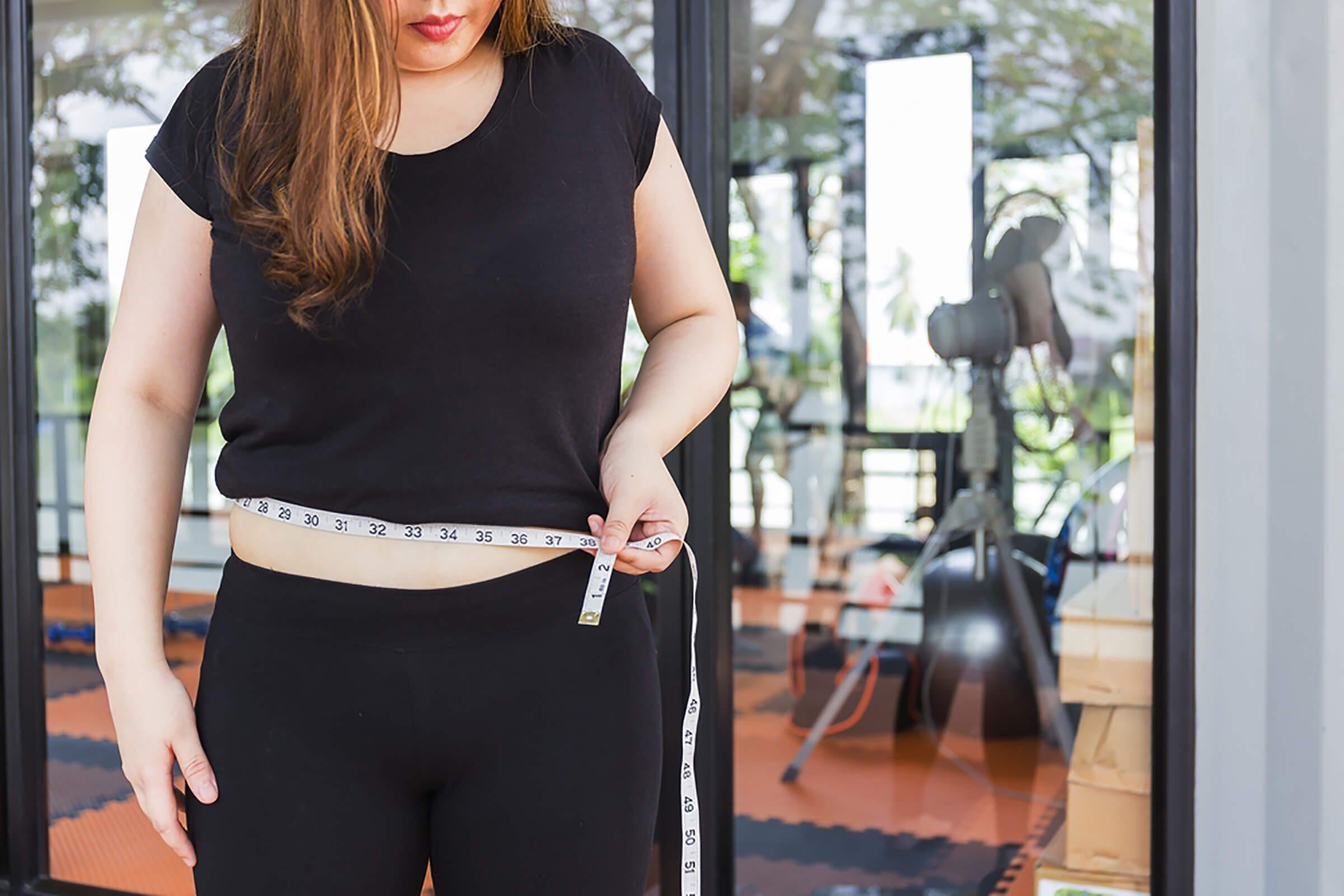 Woman-measuring-her-waistline