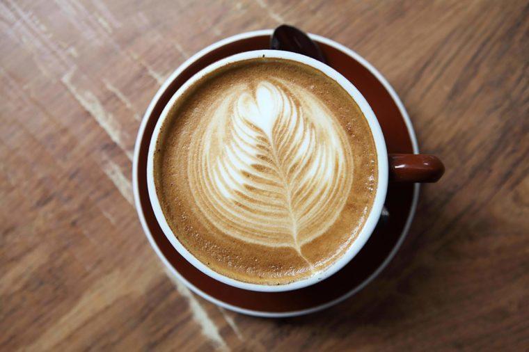 Coffee mug with leaf design in foam