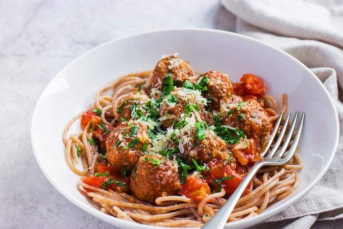 Whole-grain-spaghetti with marinara