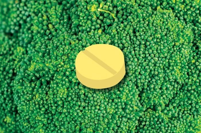 Illustration of a folate tablet on a broccoli crown background.