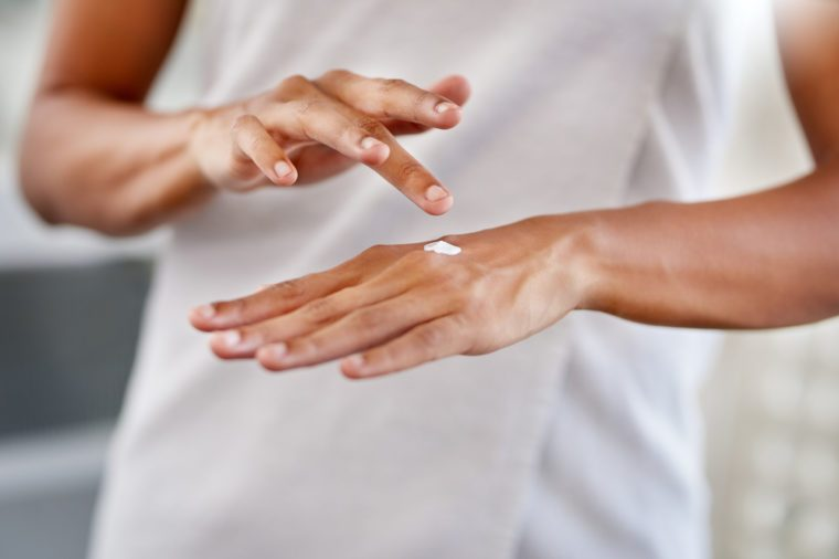 woman applying moisturiser to her hands psoriasis skin remedy