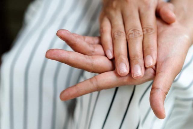 nails hands