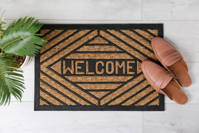 home welcome door mat with shoes