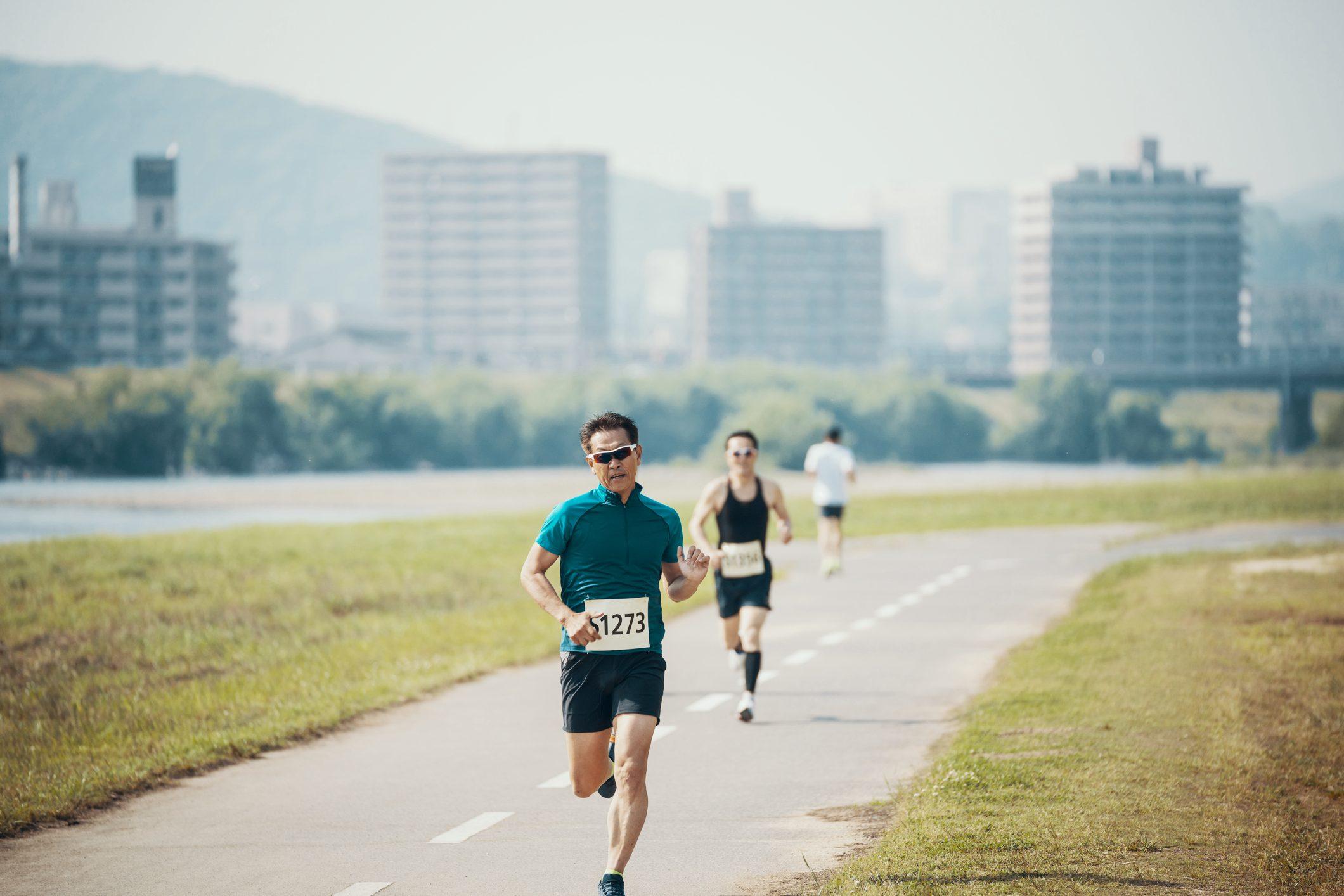 men running a marathon