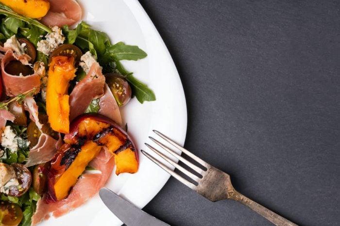 peaches bacon prosciutto nectarines salad greens
