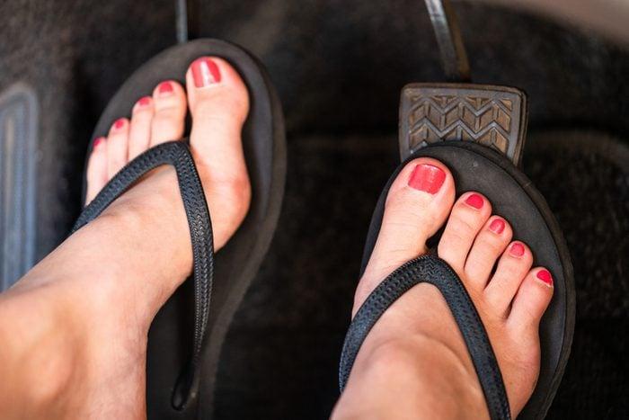 driving wearing flip flops