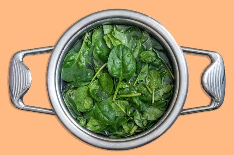 Washed fresh mini spinach.