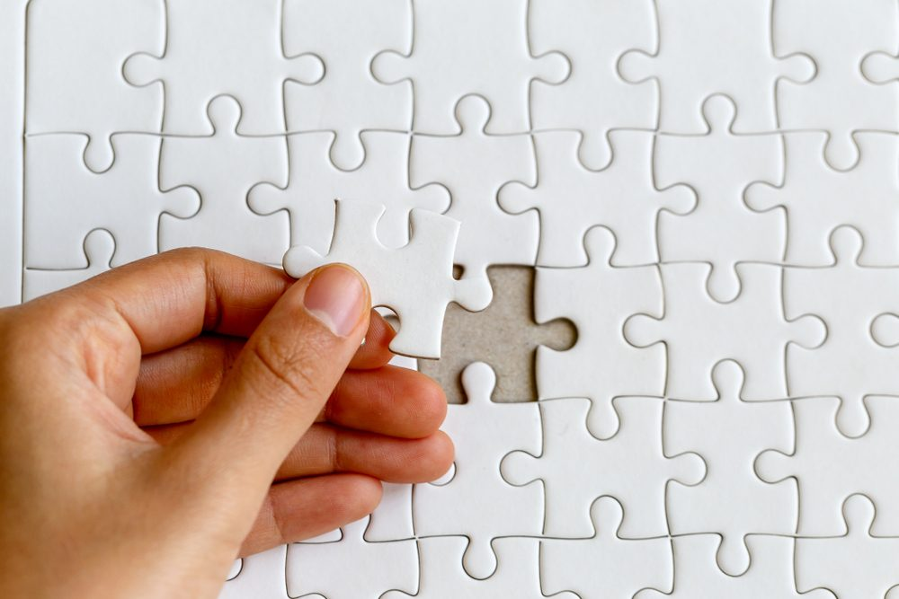 jigsaw puzzle with all white pieces