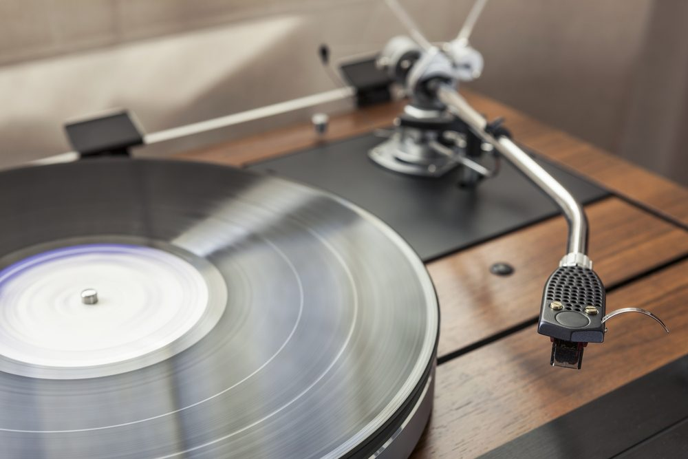 A vintage record player (turntable) with LP (record)