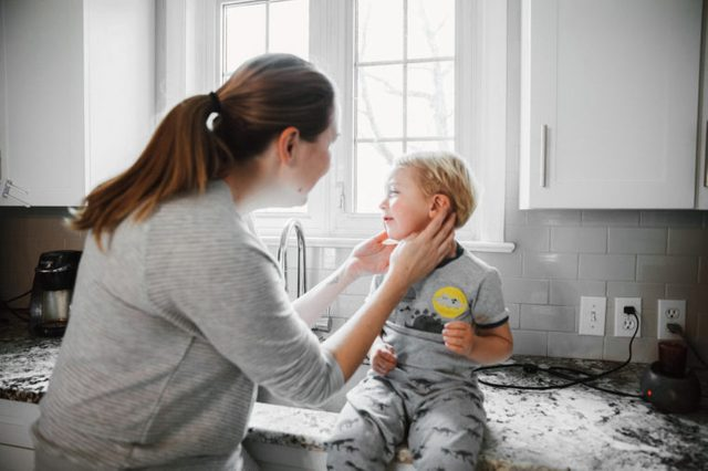 child having ear pain