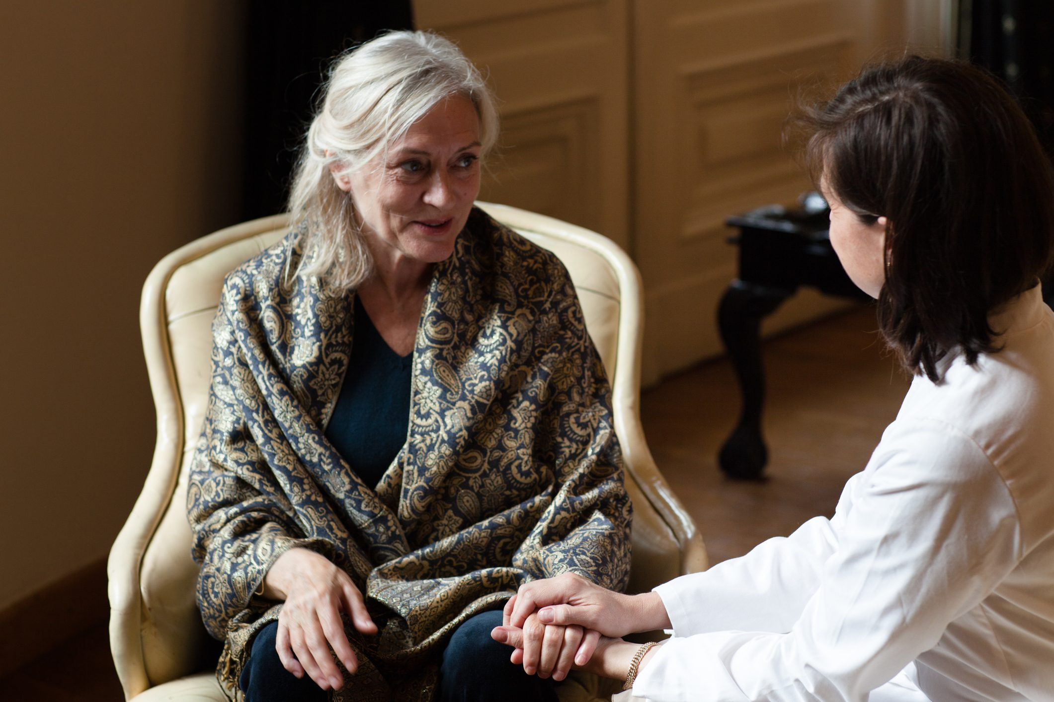 doctor talking to patient with dementia