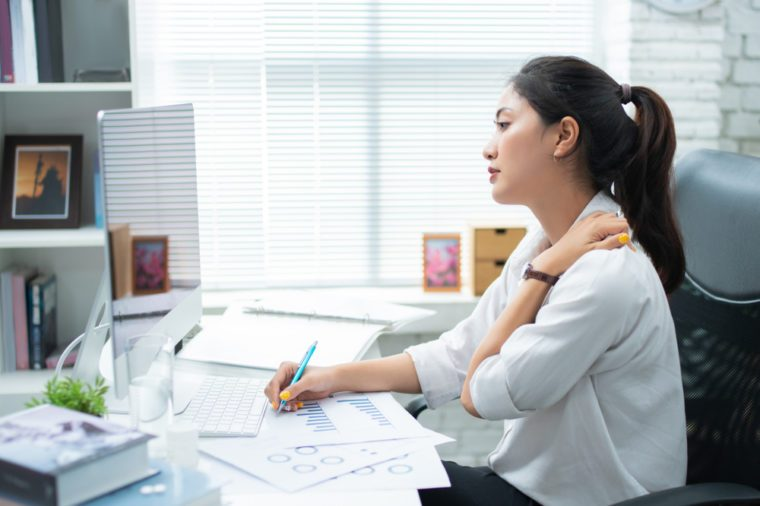 If You Have Shoulder Blade Pain, Here's What It Could Mean