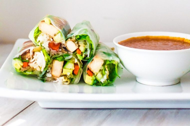 thai fresh spring rolls with peanut dipping sauce