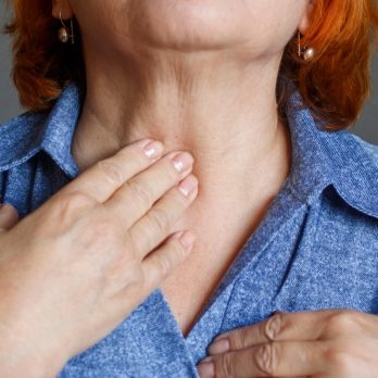 12 Signs of Hashimoto's Disease Everyone Should Know