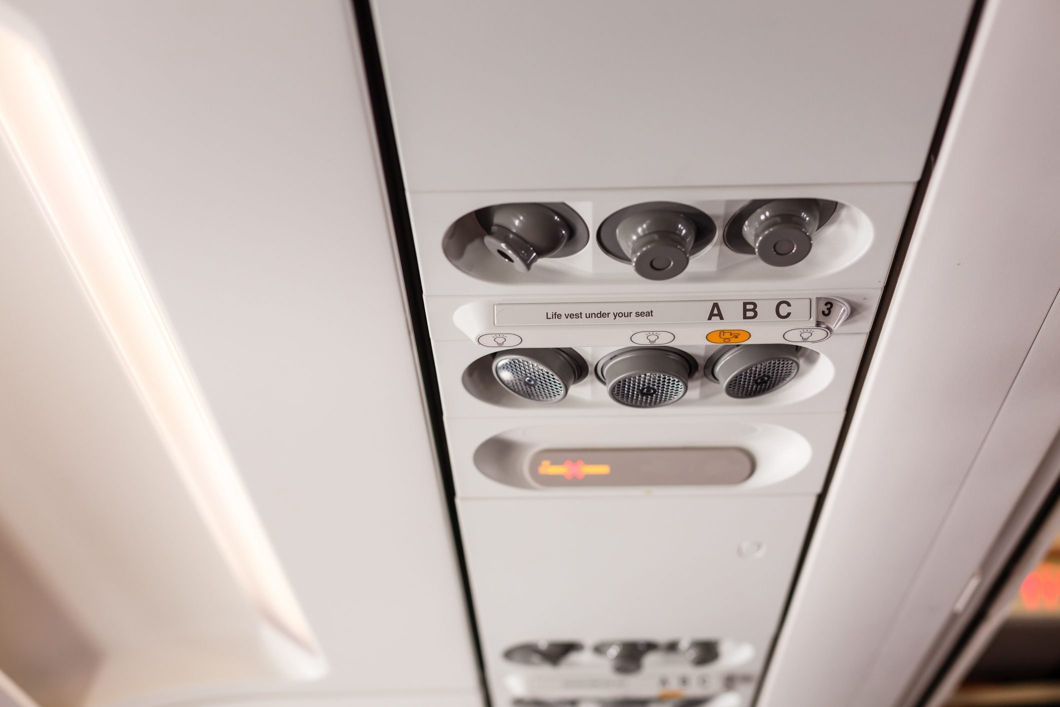 airplane seat vents overhead