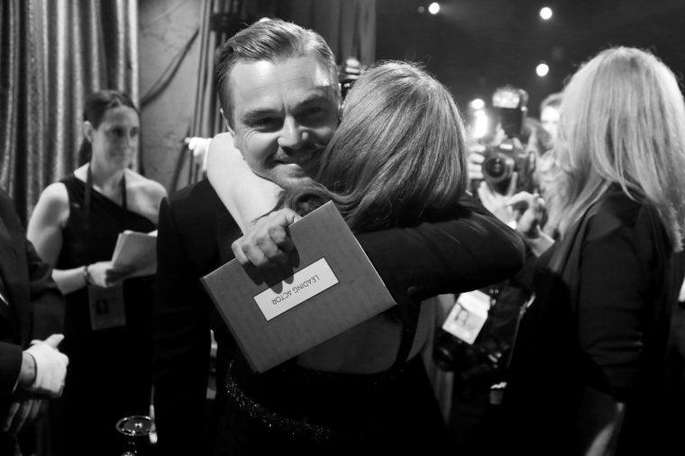 Leonardo DiCaprio hugs Julianne Moore the revenant